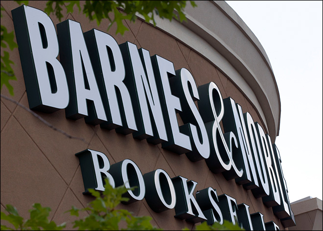 Barnes & Noble exec plans more store closings