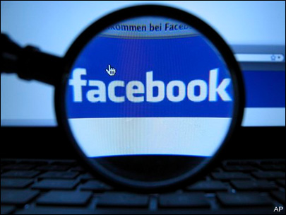 Detectives catching criminals on Facebook