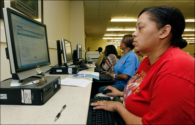 U.S. unemployment aid applications fall to 386,000