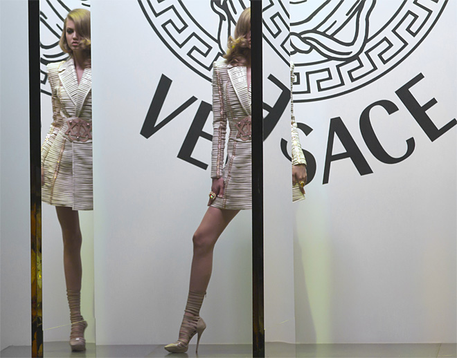 APTOPIX Paris Fashion Versace