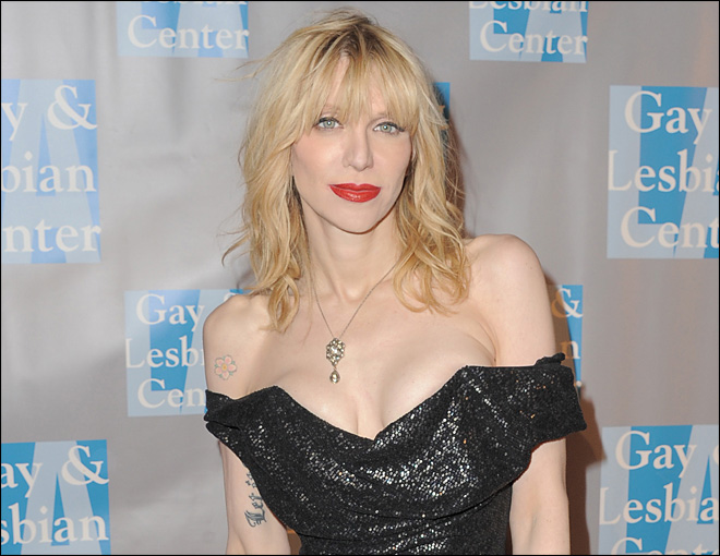 Courtney Love&#39;s ex-assistant sues for unpaid wages
