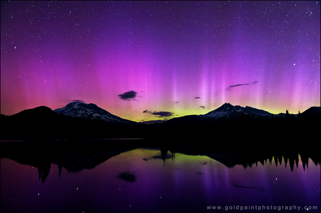 Northern Lights come out to play in Northwest