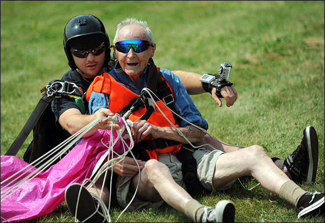 90-year-old Maine man skydives for first time