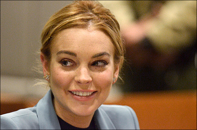 Video shows Lohan-pedestrian encounter at NY club