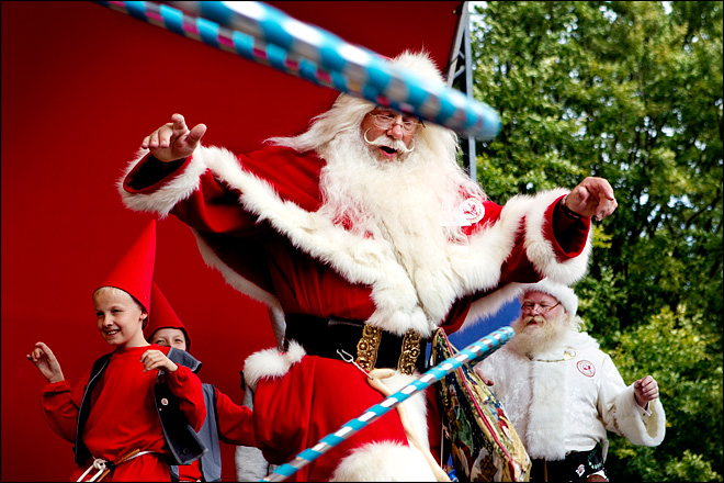 Santas shake it up at annual summer meet