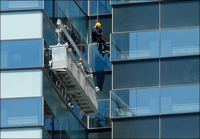 4 window washers rescued at Las Vegas Strip hotel