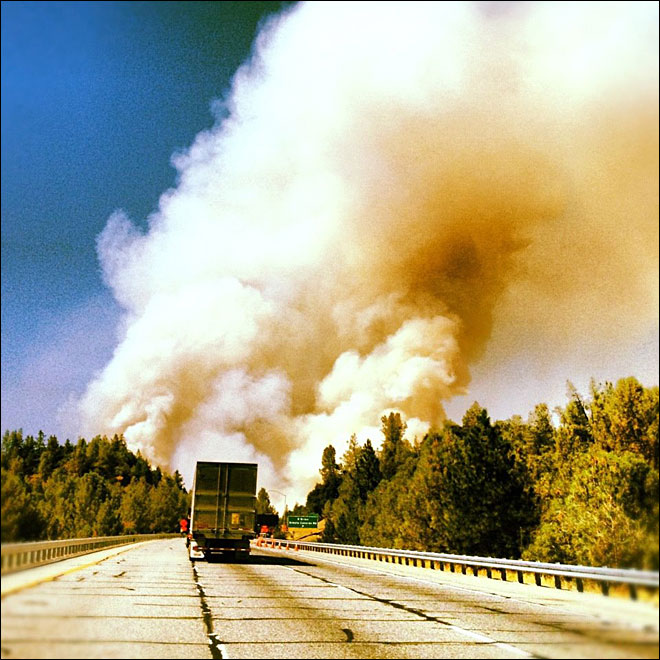 Wildfire prompts evacuations, disrupts I-5 near Shasta