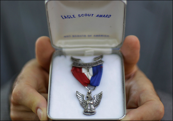 As Eagle Scouts return medals, gay ban still firm
