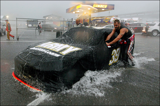 1 dead, 9 injured in lightning strike at NASCAR race