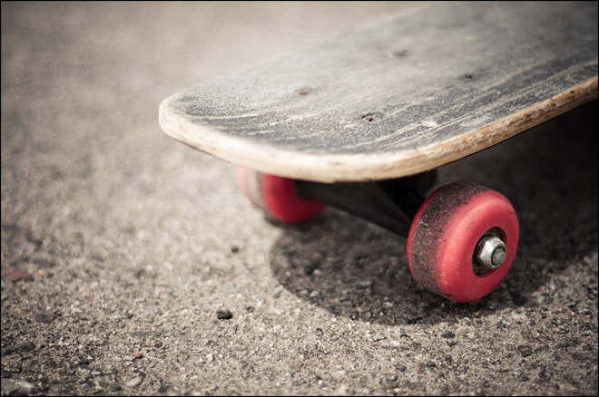 LA bans skateboard 'bombing' after 2 deaths