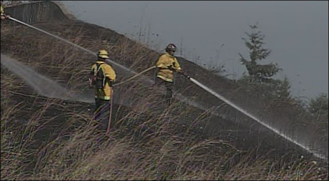 Grass fire closes Maxwell overpass