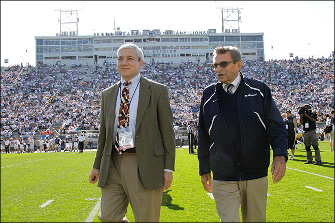 Family pushed Paterno to read Sandusky report