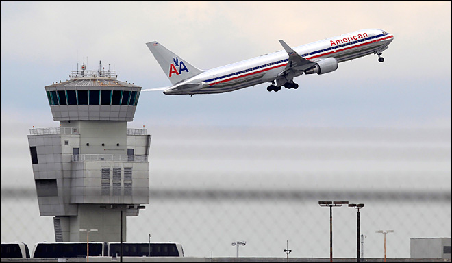 American Airlines' flight attendants OK contract