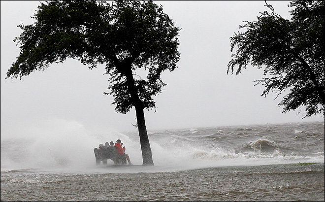 Hurricane Isaac makes landfall on Louisiana coast