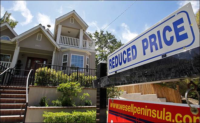 Average on 30-year mortgage slips to 3.55 pct.