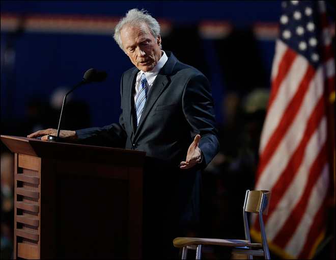 Eastwood goes off-script in Romney endorsement