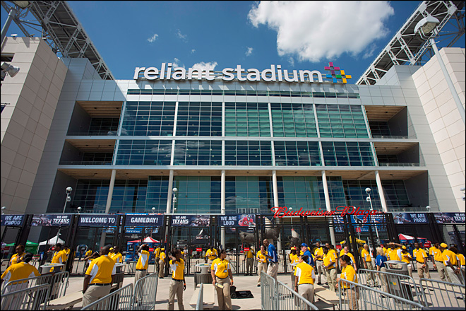 Fan falls to death at Texans stadium in Houston