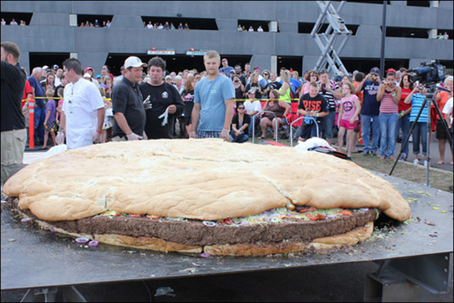 Minn. casino cooks up record 1-ton cheeseburger