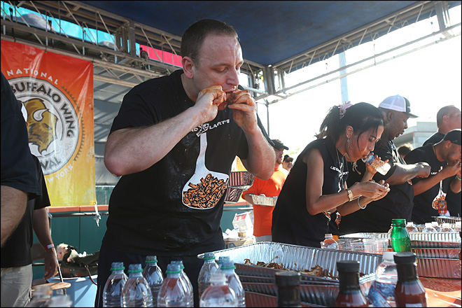 Chestnut eats record 191 wings in 12 minutes