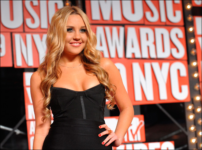 Prosecutors charge Amanda Bynes with hit-and-run