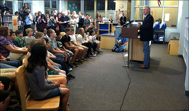 Kitzhaber welcomes Class of 2025 to school