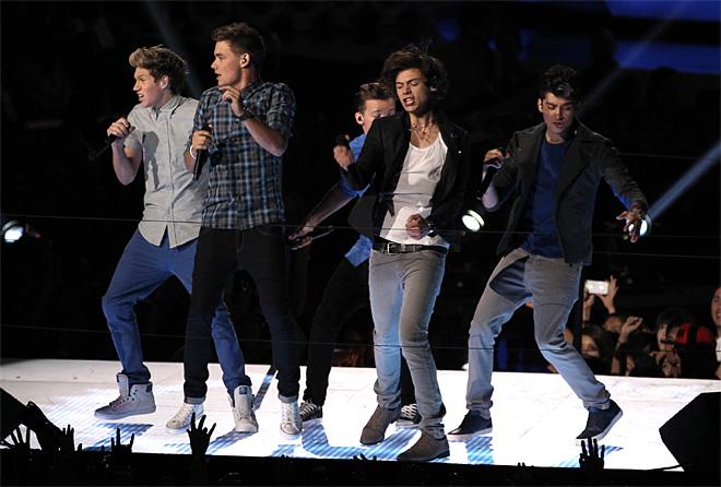One Direction, Rihanna top spark-free VMAs