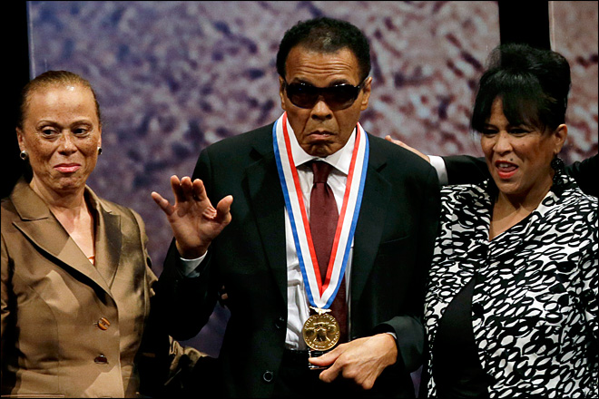 Muhammad Ali receives Liberty Medal in Philly