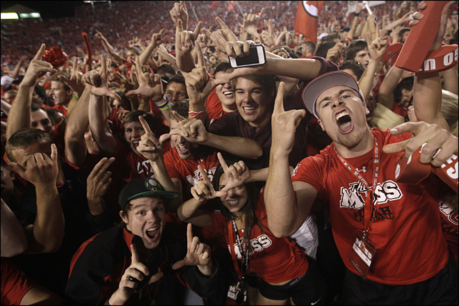 Utah fans nearly cost team game by rushing field
