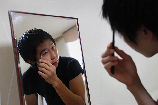 For South Korean men, makeup a foundation for success