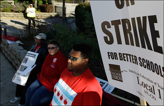 Chicago teachers suspend strike, classes to resume