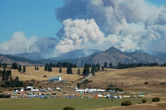 Central Wash. wildfire triples in size, 600 homes threatened