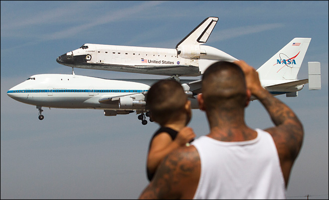 Endeavour gives Californians ultimate photo op