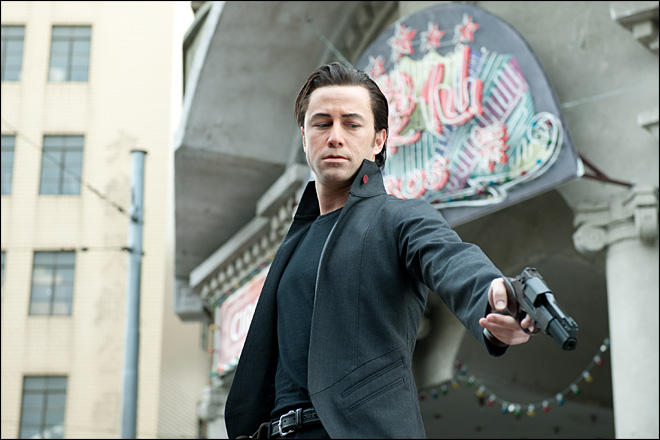 Review: &#39;Looper&#39; takes you to unexpected places