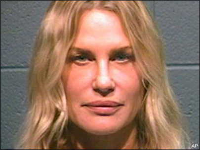 Daryl Hannah freed after arrest in pipeline protest