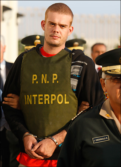 Report: Imprisoned killer Van der Sloot impregnates woman