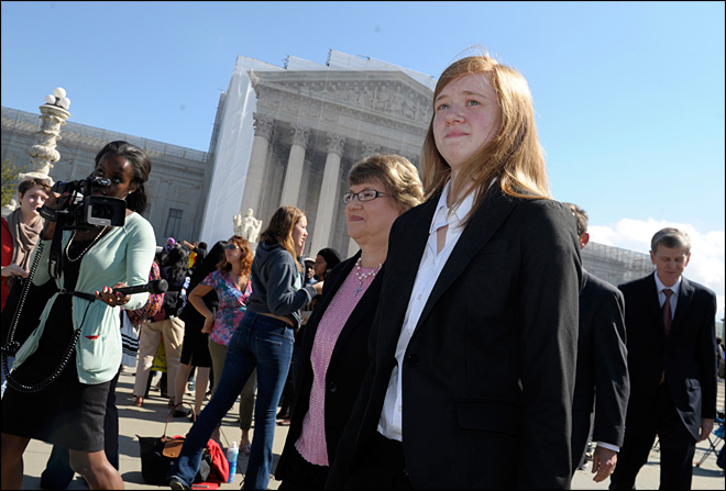 Justices question use of race in college admissions
