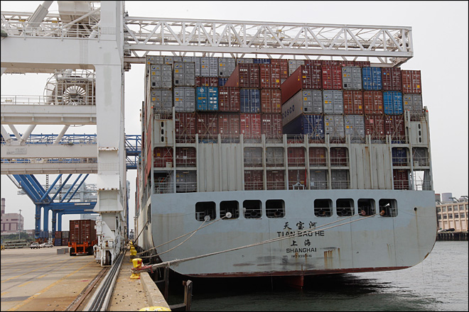 U.S. trade deficit rose to $44.2 billion in August
