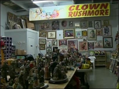 Florida man inherits 13,000 clowns
