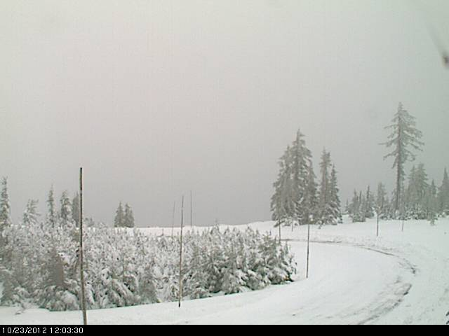 Early snow at Crater Lake closes Rim Drive