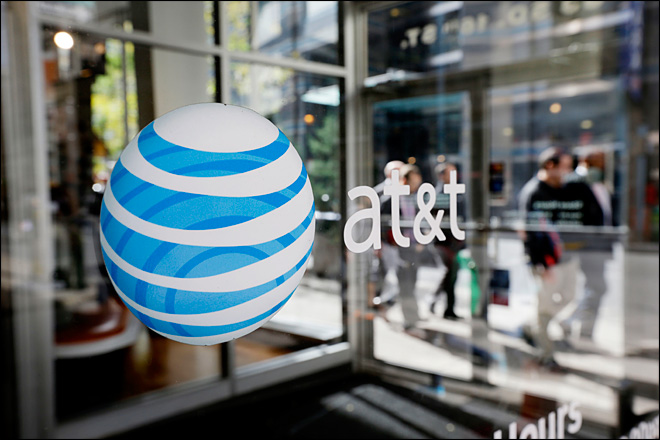 AT&T sees fewer new customers in 3Q