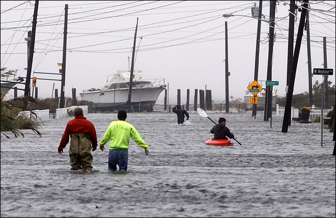 Millions without power as Sandy roars toward coast