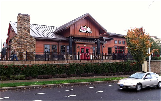 Police: Waitress tacked on tips at Oregon restaurant
