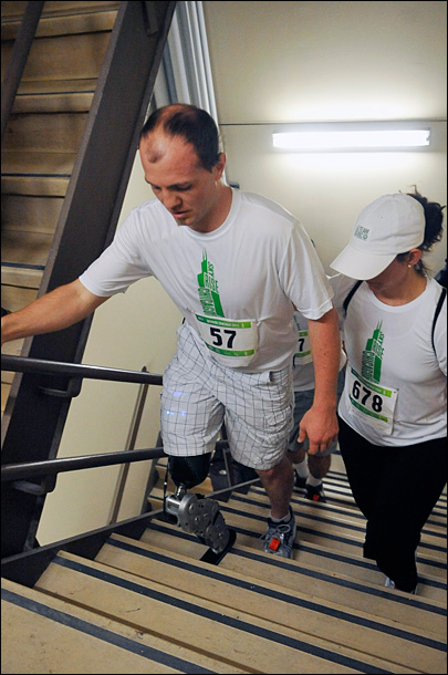 Yelm man with bionic leg climbs Chicago skyscraper