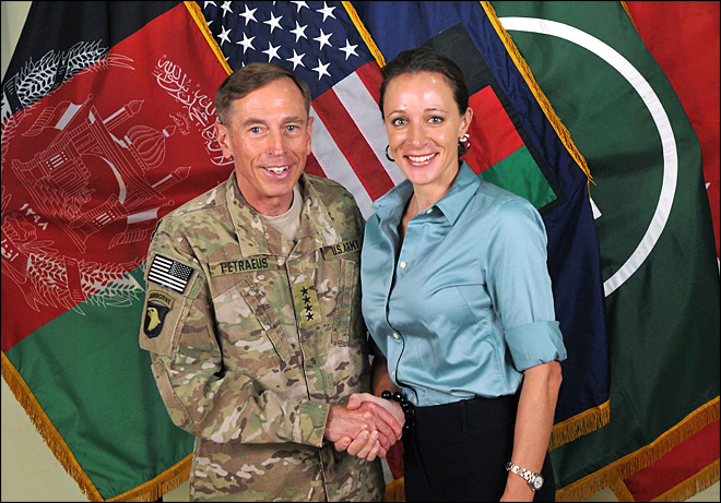 Petraeus said to be shocked by girlfriend&#39;s emails