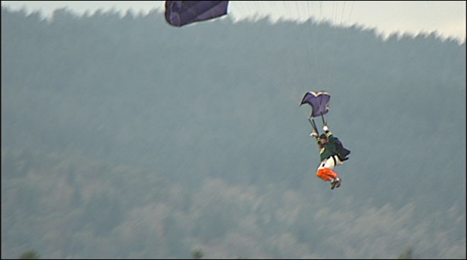 Oregon Duck loses head in skydiving stunt for College GameDay