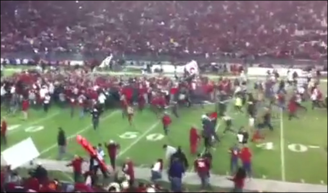 Video shows star UW player getting punched after Apple Cup