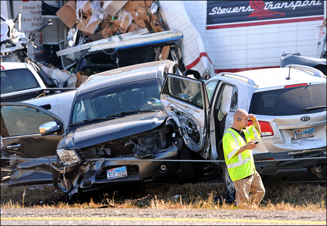 2 dead, dozens injured in Texas pileup involving 100+ cars