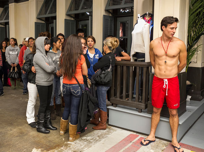 Judge: Hollister must redesign store entrances