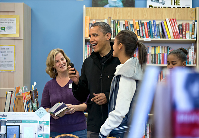 Obama visits bookstore on 'Small Business Saturday'