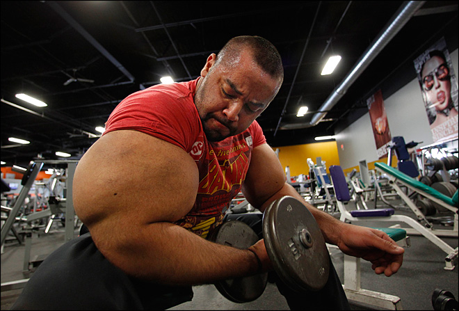 'Egyptian Popeye' defends his 31-inch upper arms